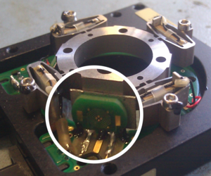 Example of an Eddy Current Sensor integration on a XY25XS stage.